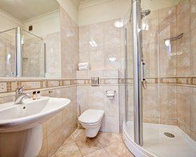 łazienka z prysznicem - apartament poznań